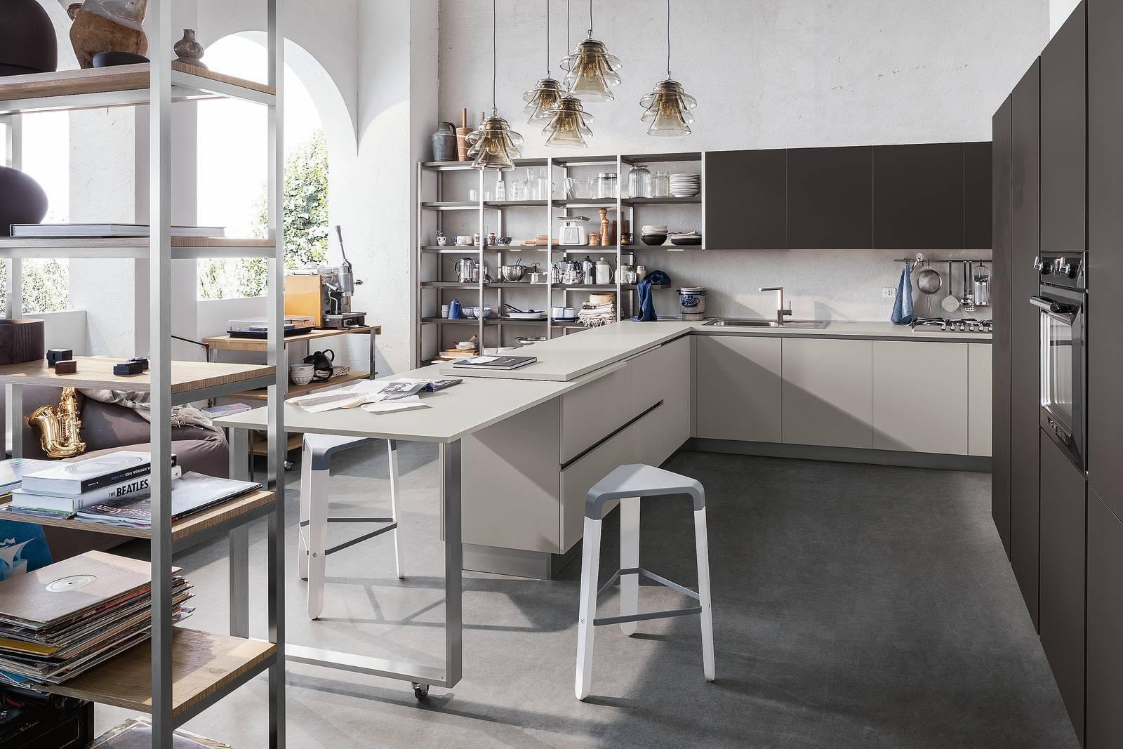 Cucina a vista: il tavolo come piano in più. Su ruote, estraibile ...