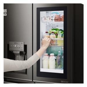 Dettaglio dello scomparto vetrato del frigorifero Multi-Door  InstaView Door-in-Door ™ di LG (www.lg.com/it) che permette di controllare il contenuto interno senza aprire