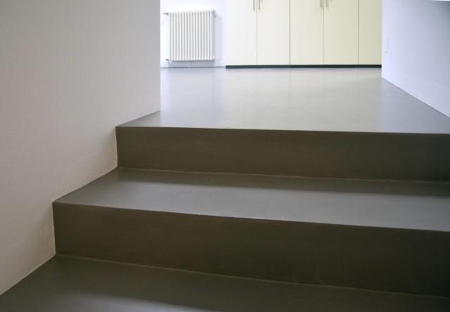 Le scale interne possono essere realizzate sia con SpazioResina che con SpazioCemento in oltre 2000 varianti di colore
