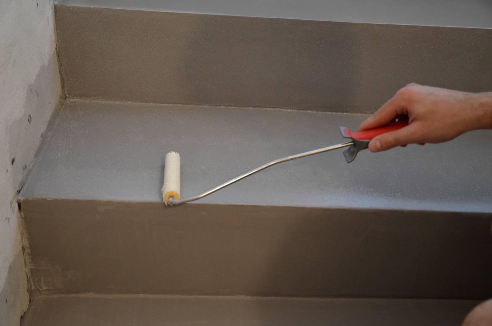 Come Dipingere Le Pareti Di Una Scala Interna spaziocontinuo, la resina perfetta anche per scale e gradini