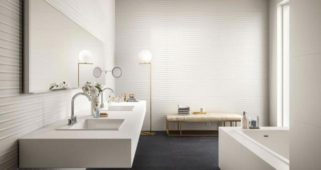 Bagno con rivestimenti e pavimento della Collezione Essenziale di Marazzi
