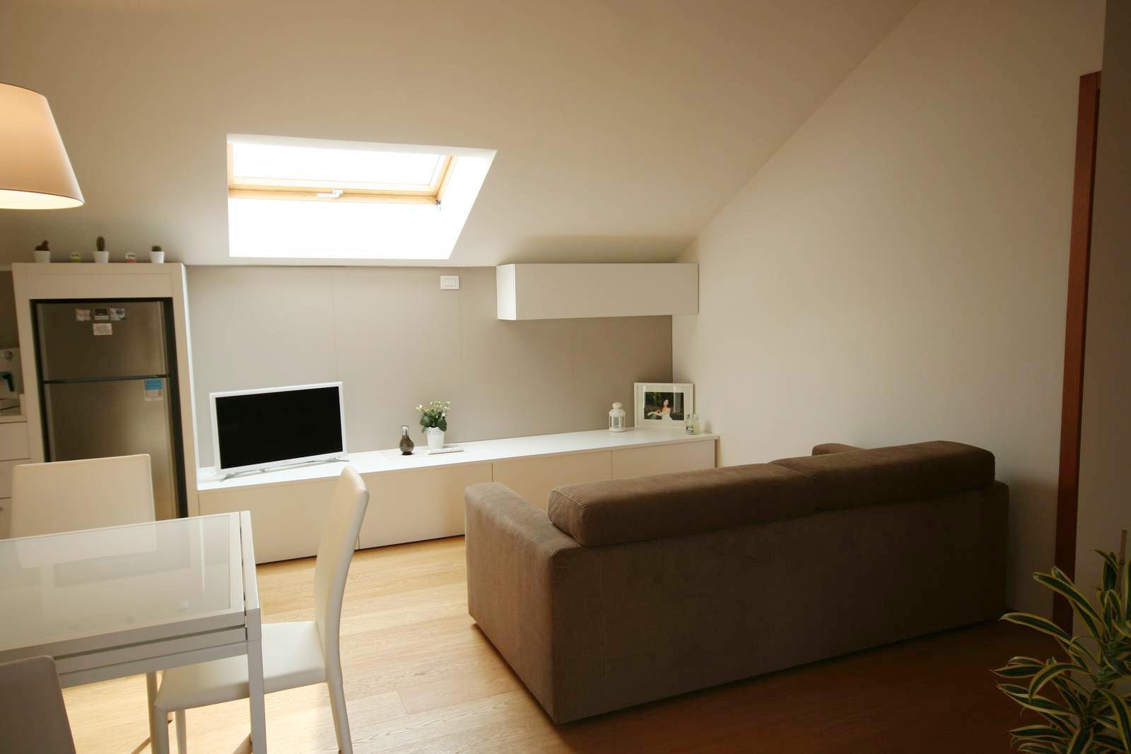 Arredare mansarda open space affordable come arredare un sottotetto basso redesign lab - Sfruttare sottotetto basso ...