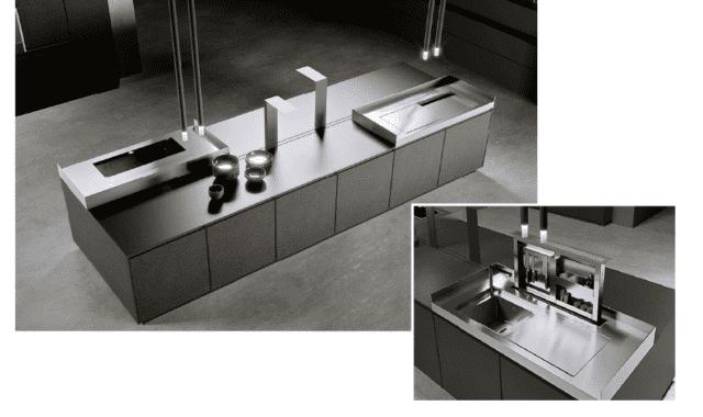 Dinamiche luci a led scorrono lungo il piano di lavoro grazie a un binario. La batteria può essere comodamente ricaricata quando la lampada giunge all'estremità e viene messa in posizione di swich-off All'interno del piano di lavoro sono nascosti la cappa telescopica motorizzata e un vano in acciaio inox, anch'esso con sistema Up&Down, nel quale si possono riporre gli strumenti di cucina da avere sempre a portata di mano. AKB_08 di Arrital Cucine (www.arritalcucine.com), in Fenix Ntm® Piombo Doha e acciaio inox, si distingue per le ante con telaio di gusto contemporaneo con profilo in alluminio. Prezzo da rivenditore.