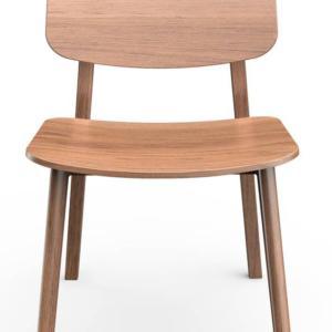 Shift di Alf DaFrè, design Marcello Ziliani, è la sedia  resa speciale dallo sbalzo posteriore del sedile e sull'articolazione dei traversi che compongono il telaio. É interamente realizzata in frassino nella finitura fashion wood. www.alfdafre.it
