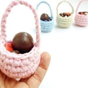 Ora basta riempire i cestini con uova di Pasqua e cioccolatini e il gioco è fatto!