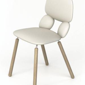 Nube di  Chairs & More, design Roberto Paoli, è la sedia con l'originale scocca formata da quattro elementi curvi simili a cuscini realizzati in poliuretano morbido; le quattro gambe sono in legno chiaro. www.chairsandmore.it