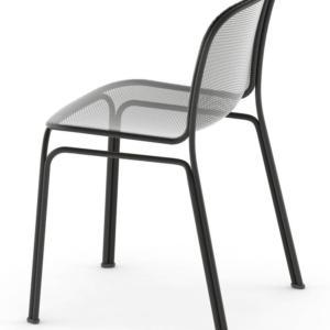 Villa di Colos, design Jun Yasumoto, è la sedia con la struttura in piccolo tubolare d'acciaio; la scocca è realizzata in rete stirata disponibile in sei varianti di colore. É adatta all'uso all'esterno. www.colos.it