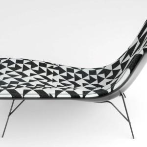 FullMoon di Driade, design Ludovica+Roberto Palomba, è la poltrona con la scocca lacccata che poggia su una base leggera in filo di acciaio e finitura cromo lucida. www.driade.com