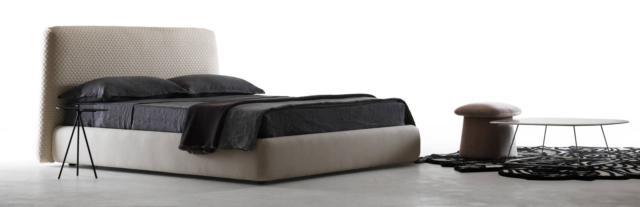 Konan di My Home Collection, design CO3 Design Studio, è il nuovo letto con il giroletto morbido e arrotondato. L'originale e scenografica testata ha il rivestimento con un effetto tridimensionale creato dall'esclusiva lavorazione del tessuto in maglia trapuntata o velluto trapuntato. www.myhomecollection.it