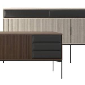 Jabara di Ritzwell, design Shinsaku Miyamoto, è la nuova credenza realizzata in legno con le ante a soffietto che si rifanno alle ante delle case giapponesi. I cassetti sono rivestiti in cuoio. www.ritzwell.com