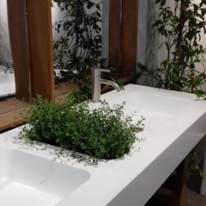 Equa: lavabo in Diwostar® della collezione Via del Campo