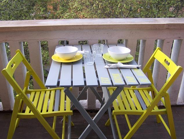 Un tocco di colore per dipingere tavolo e sedie in legno for Tavolo legno con sedie colorate