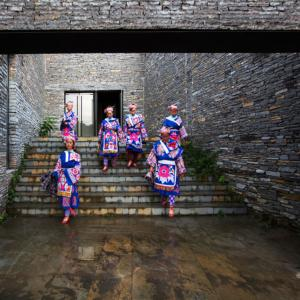 Installazione di West Line Studio su due progetti culturali/architettonici della provincia di Guizhou, Chetian Cultural Center e Shui Cultural Center.