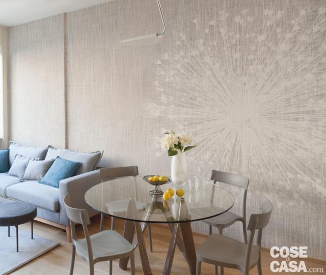 Un bilocale di 37 mq con colori soft cose di casa for Carta da parati prezzo al mq
