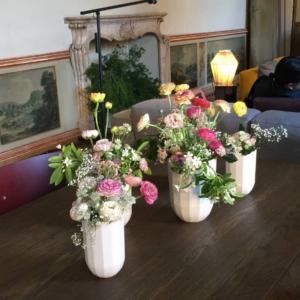 Hay, fiori freschi.