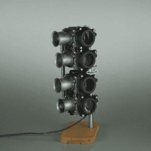 Carburators Light lampada da tavolo in parquet in rovere recuperato, batteria carburatori honda, ferro