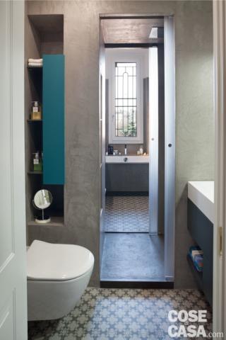 nicchie per contenere anche dal lato del secondo bagno. vetro acidato è una soluzione per le porte del bagno