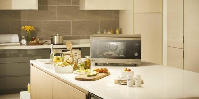 Microonde freestanding o a incasso per una cucina senza grassi aggiunti