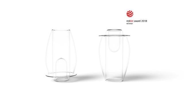 Tulip può essere esposto anche vuoto ed è i realizzato in vetro borosilicato lavorato a mano.