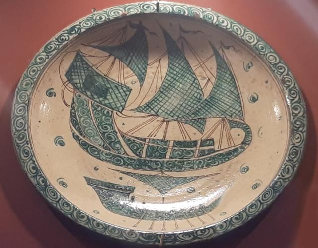 """Piatto con soggetto """"Veliero"""" della serie Bacini Ceramici, diametro 40 cm, prezzo 190 euro"""