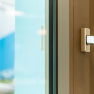 Sembra un materiale nuovo, invece è PVC con la superficie soft-touch VEKA SPECTRAL