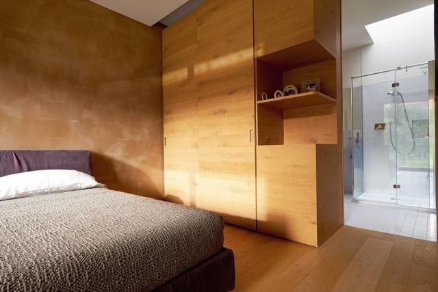 camera con armadio che divide dal bagno