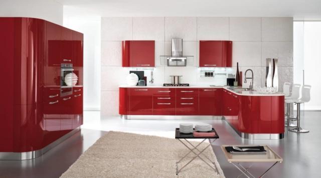 cucina rossa Sole di Conforama per contenere di più