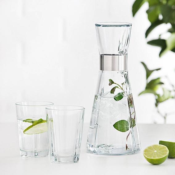 Bottiglie di vetro e caraffe per acqua e bevande cose di casa - Bottiglie vetro ikea ...