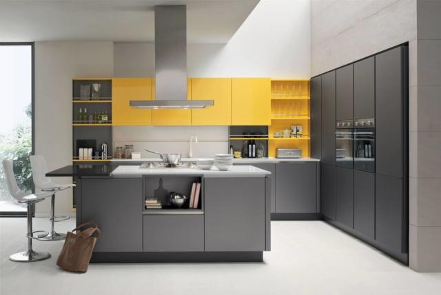 venetacucine_Oyster-laccato-finitura-Metallo-Liquido-Mercurio-686-&-laccato-lucido-Giallo-Girasole-861 cucina salvaspazio