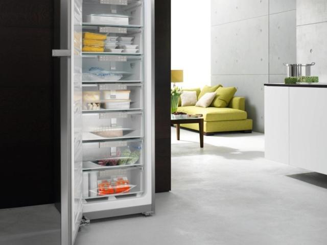 Congelatore verticale FN 14827 S di Miele
