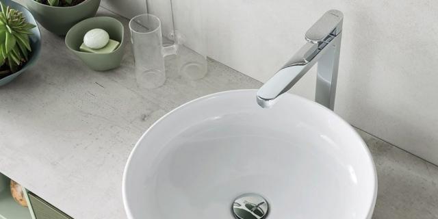 Lavabo rotondo da appoggio su un mobile bagno o su un top