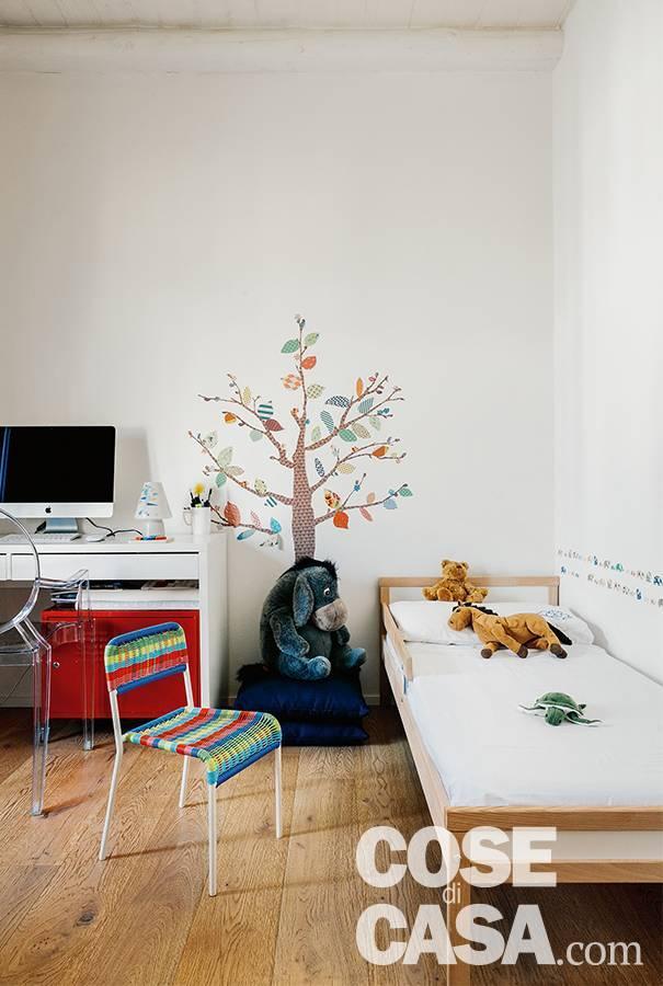 camera ragazzi, letto singolo, zona studio, sticker decorativo a parete