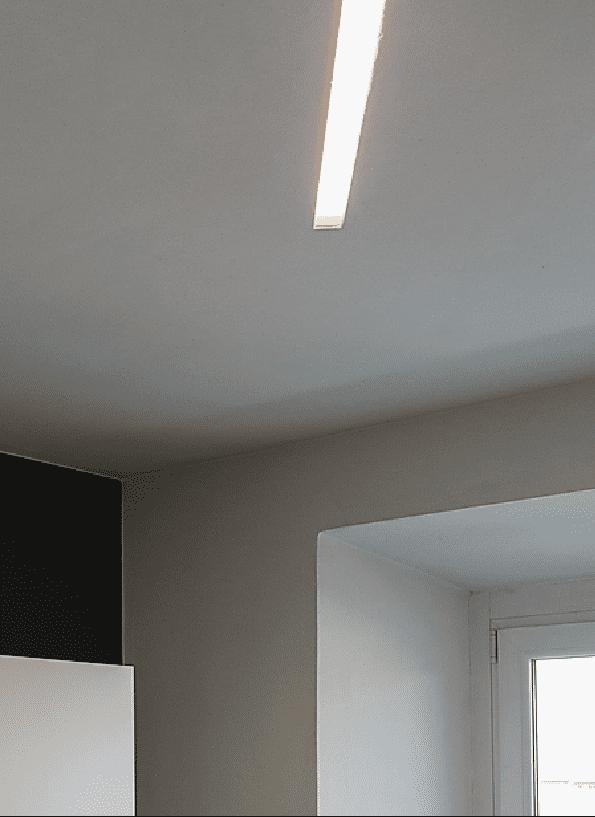 taglio luminoso a soffitto, fonte a led