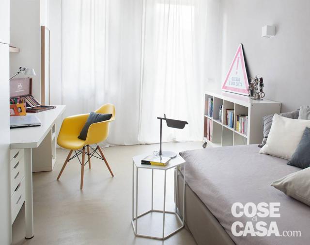 Camera singola con letto e zona studio