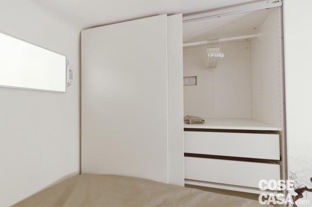 armadio in quota nella mini casa di 18 mq
