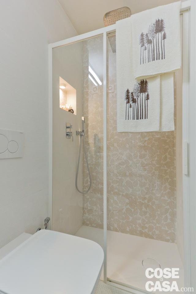 particolare della doccia della mini casa di 18 mq