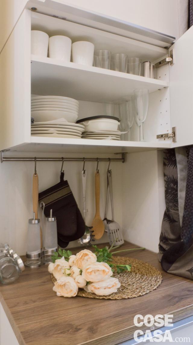 particolare della dispensa nella mini casa di 18 mq