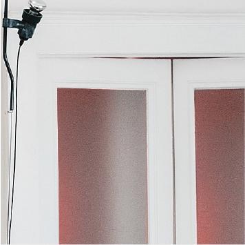 porte interne in legno e vetro, lampada di design