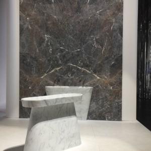 Tasca di Margraf (design Raffaello Galiotto), in marmo Calacatta e Grey Saint Laurent by Margraf