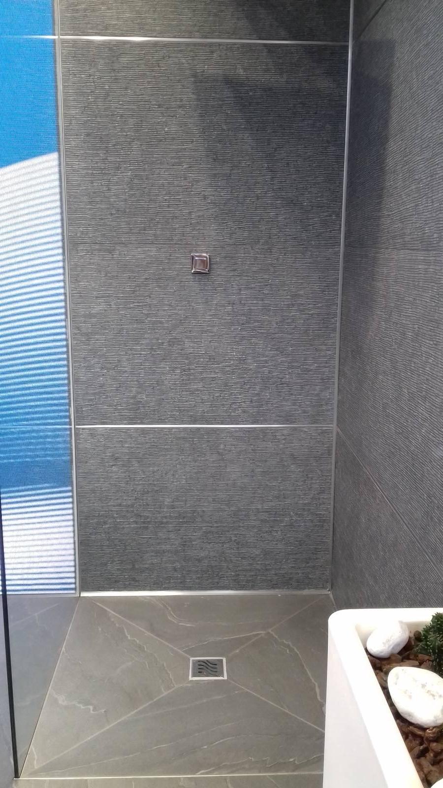 Piatto doccia filo pavimento facile da posare cose di casa - Posare un piatto doccia ...
