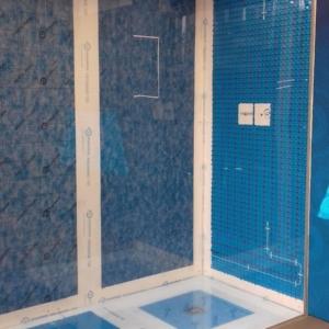 Sistema per piatto doccia filo pavimento Proshower System Central Kit di Progress Profiles - posa ultimata (prima del rivestimento)