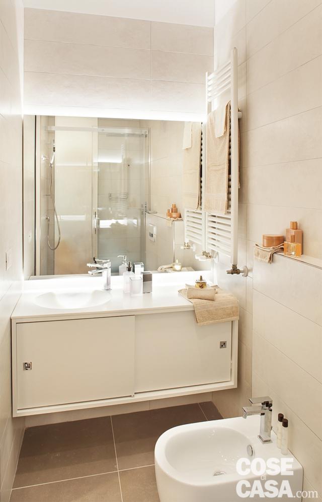 bagno con zona lavabo