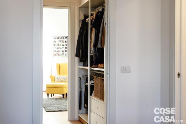attrezzatura cabina armadio passante di casa con soggiorno open space