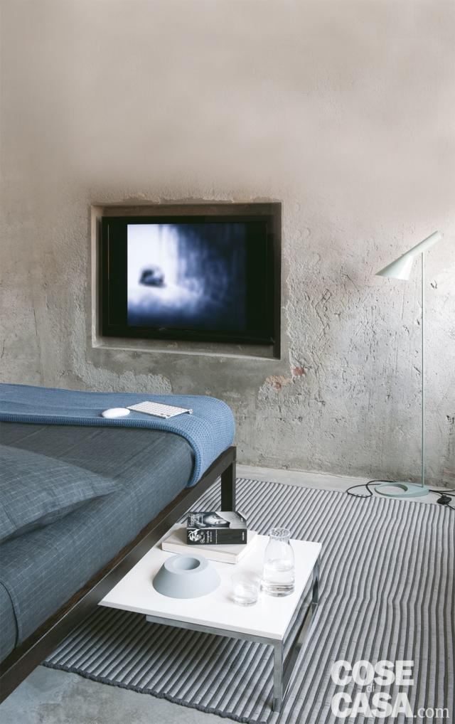 tv in nicchia zona notte mansarda 50 mq