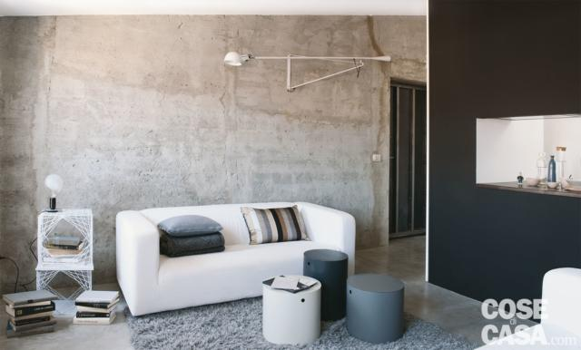 mansarda 50 mq parete effetto cemento