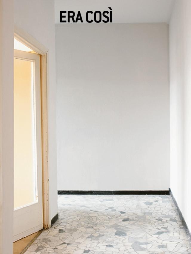Le porte originarie, ben conservate anche per quanto riguarda la ferramenta, erano tutte in legno con anta vetrata. Le porte: via il vetro Il loro ottimo stato ha permesso di conservarle evitando la sostituzione, e ricorrendo solo a un intervento di ammodernamento. Considerando che le aperture sono 4, il risparmio è quantificabile in 1.200 euro circa. Tutte le lastre sono state quindi sostituite con pannelli in legno (compensato) dello stesso spessore. Con una verniciatura finale a rullo di smalto bianco opaco sono stati uniformati tutti gli elementi delle porte, trasformandole da vetrate a cieche modanate (i profili fermavetro sono stati infatti prima staccati e poi riapplicati). Anche i telai che incorniciano i vani sono stati colorati allo stesso modo. Se si è abbastanza esperti, il restyling dei serramenti interni può essere realizzato in proprio, tenendo conto che il vetro va maneggiato con cura e che, per un lavoro di precisione, l'anta va sganciata dalle cerniere e appoggiata su cavalletti.Il prodotto utilizzato: Marcotech AU10 smalto opaco di Colorificio San Marco. Una latta da 0,75 litri, costa 22,12 euro. (www.san-marco.com.)