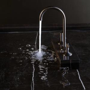 Rubinetto Lignage di Noken Porcelanosa Bathrooms, versione batteria integrata a tre pezzi