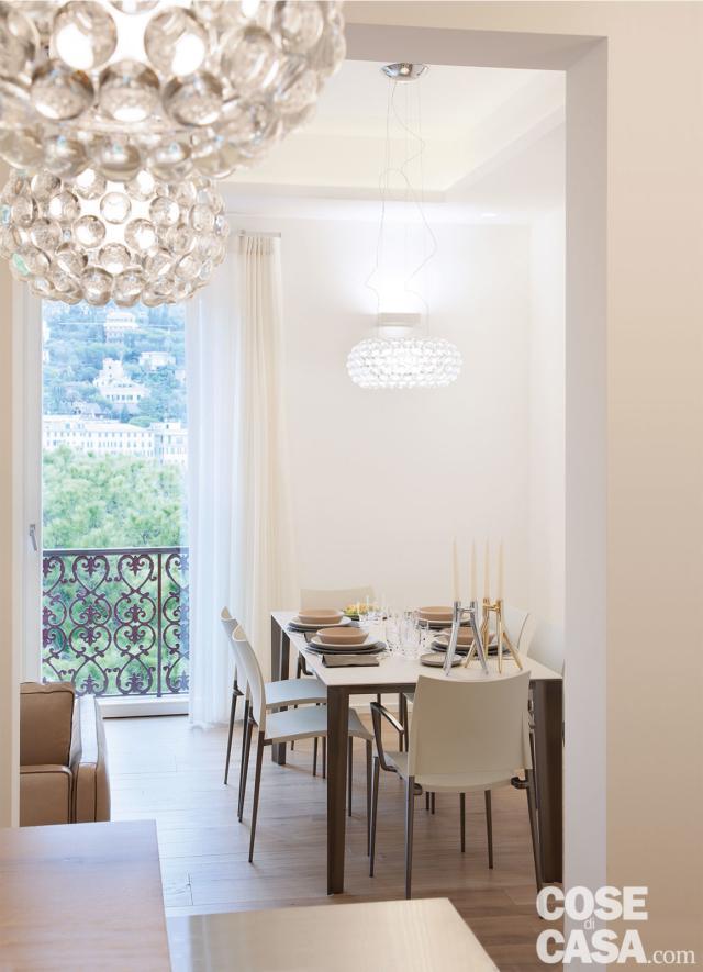 zona pranzo con lampadari di design