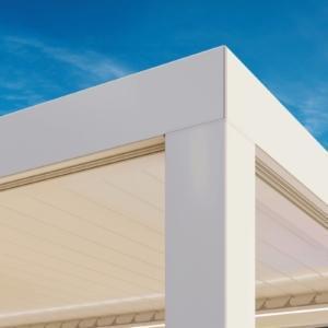 Profilo perimetrale con taglio a 45°, minimalista e di facile installazione.