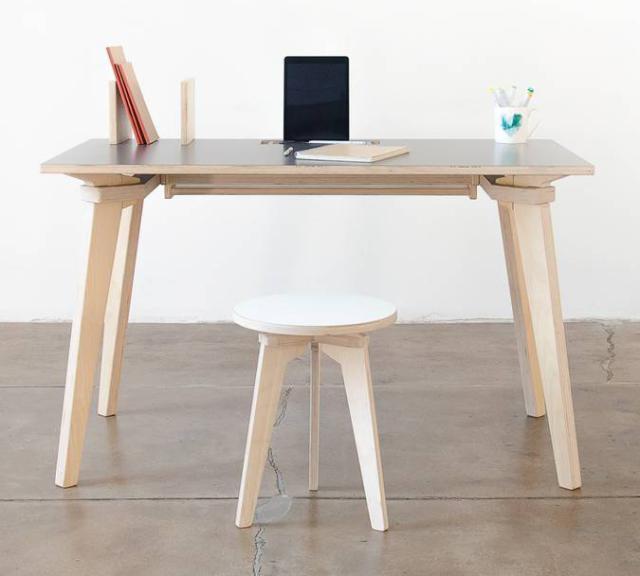 Ferro e Italodesk, sgabello e tavolo assemblati solo ad incastro,  Stefano Carta Vasconcellos. Al Design Supermarket della Rinascente.
